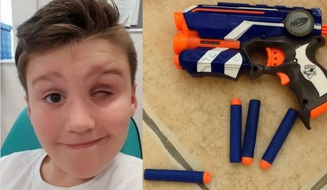 Criança fica cega ao ser atingido por de lançador de dardos