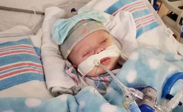 INCAPAZ DE RESPIRAR Mãe Divulga Foto Chocante Do Filho De 2 Meses Em Quarentena No Hospital Após Contrair Coronavírus