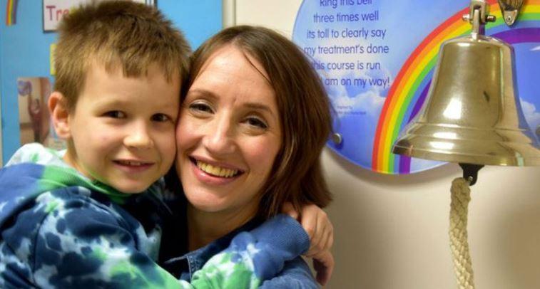 Mãe e filho se curam do câncer juntos ao mesmo tempo!