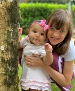 """Ticiane Pinheiro encanta a WEB ao mostrar sua bebê ficar em pé pela Primeira: """"Como ele cresceu"""""""