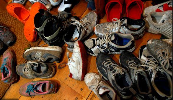 ALERTA Coronavírus: Especialistas Explicam Que O Vírus Pode Viver Nas Solas Do Sapatos Por Até Cinco Dias.