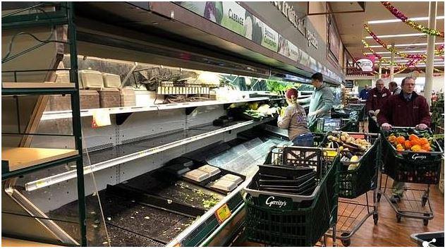 Supermercado Joga Fora Mais De R$ 175.000 Em Produtos Depois Que Uma Mulher TOSSIU Sobre Os Alimentos Frescos.