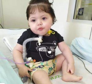 """""""Não tivemos nem o direito de ver o rosto de Isabela pela última vez"""" desabafou a mãe de bebê de 1 ano que morreu de Coronavírus"""