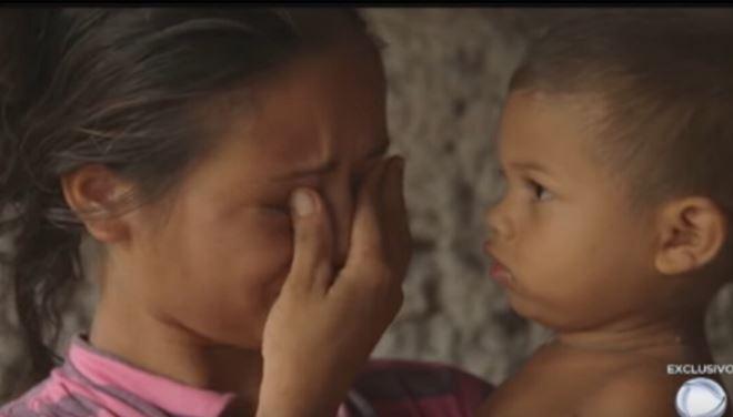Mãe De 22 Anos, Está Grávida Do Terceiro Filho E Alimenta A Família Com Farinha E água