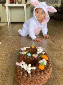 Ticiane comemora 9 meses de filha com festa de coelhos! Fotos
