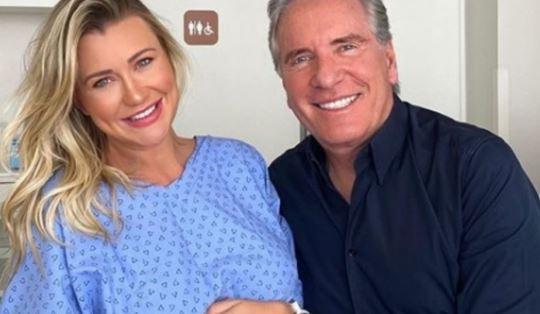 Esposa De Roberto Justus Mostra Sua Bebê Com 1ª Roupinha:
